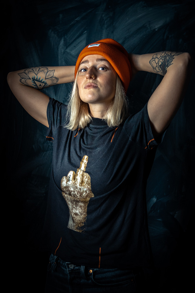 Helène Klein in Rock Fossils tenue